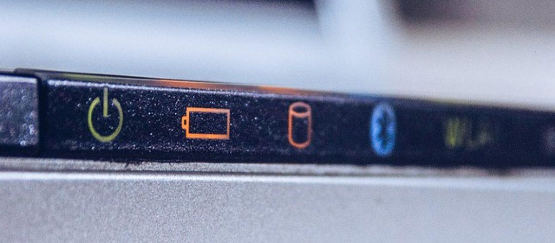 כמה עולה להחליף סוללה למחשב נייד של אפל?